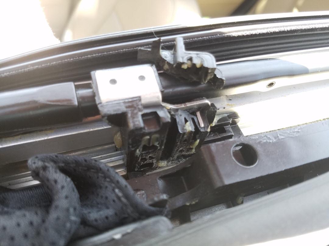Panoramic Vista Roof Problem - Broken clips - Glass, Lenses