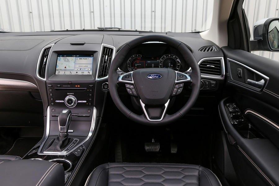 ford-edge-vignale-dashboard.jpg
